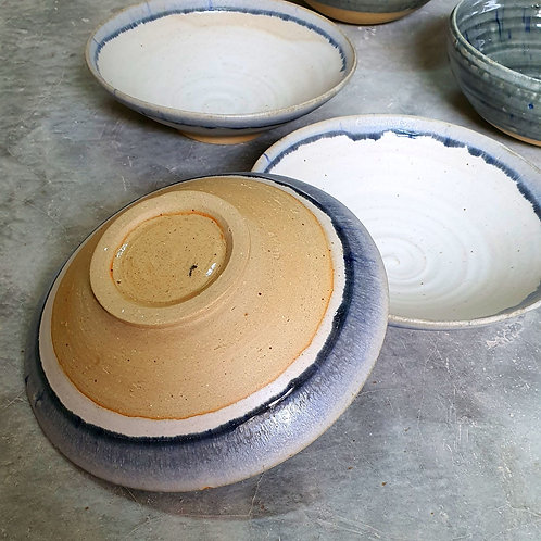 Ramen bowl with blue dipped rim 19cm by 6.5cm