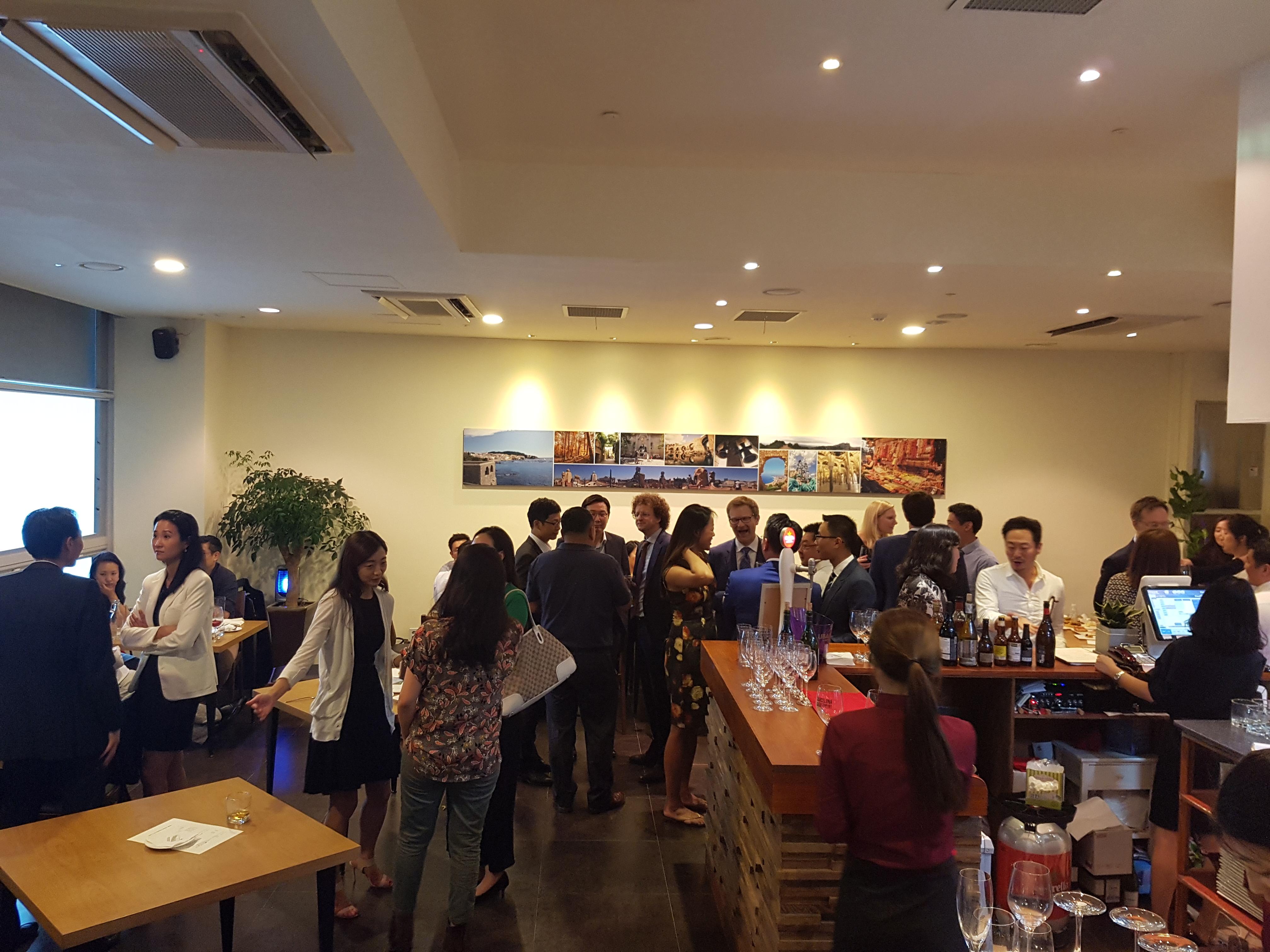 Expats & Friends at Sobremesa