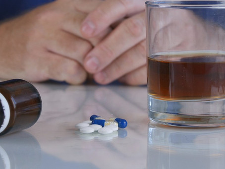 Os perigos da ingestão de remédios psiquiátricos com álcool