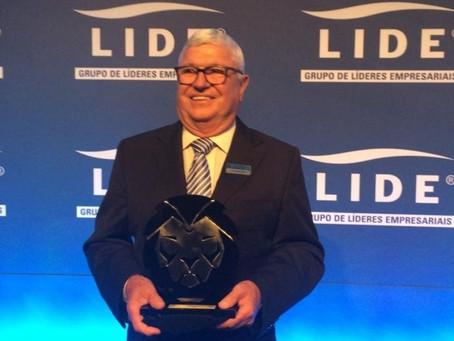 EMS recebe o Prêmio Líderes do Brasil