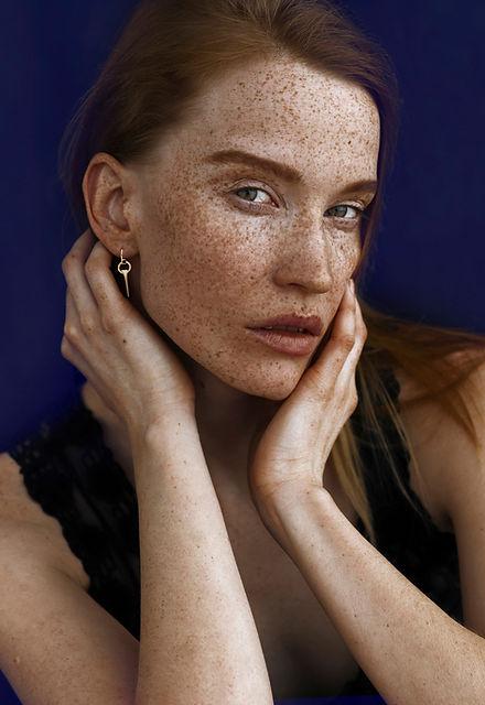 Fine Minimal gold earrings