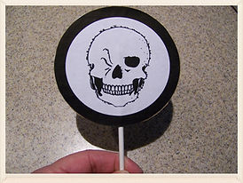 Kidfunideas.com Winking Skeleton Halloween craft activity.  Perfect for any Halloween party - great make and take party favor!