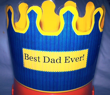 Kidfunideas.com King of the Castle crown.  What a perfect thing for Father's Day!  Easy Father's day craft for kids to make