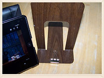 Kidfunideas.com tip: make a quick Ipad stand orall easel with a binder clip and a bookend