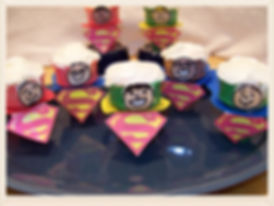 Kidfunideas.com Super Dad Cupcake cones.  What a fun Father's Day Treat for Dad.  Easy Father's day craft for kids to make