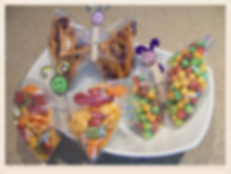 Kidfunideas.com Butterfly snacks.  Make your snacks into these pretty butterflies.  A fun way to pack a snack for soccer or at a party for kids