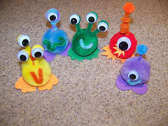 Kidfunideas.com paper bowl flying saucer and alien craft group picture of several aliens that you can make