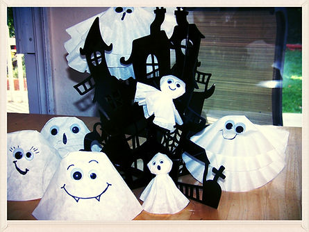 Kidfunideas.com Super easy Halloween Ghost craft for kids.  Coffee filter ghosts-3 versions and so easy!