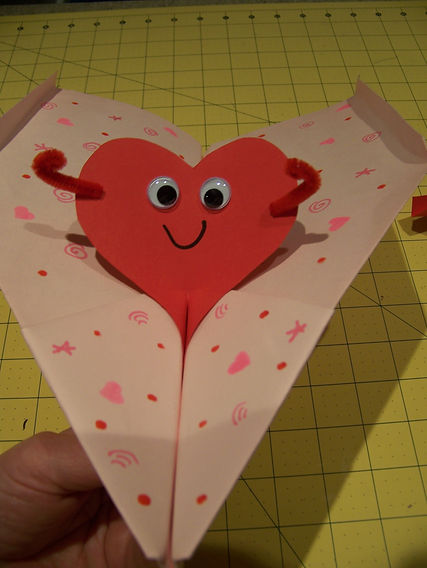 Kidfunideas.com valentine's day paper airplane picture of valentine's buddy in the plane
