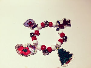 Kidfunideas.com holiday charm bracelet example picture of final product of the bracelet