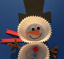 Kidfunideas.com cup cake paper snowman craft example picture - makeing the face