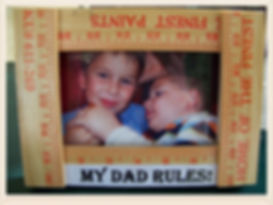 Kidfunideas.com My Dad rules Picture frame craft for kids to make.  Show Dad he's the greatest with this fun Father's Day craft for kids.  Easy to make