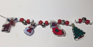 Kidfunideas.com holiday charm bracelet example picture - showing how to thread the beads