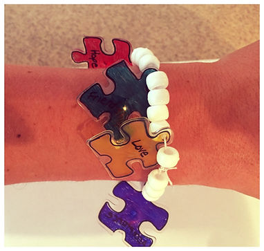 Kidfunideas..com Autism Awareness puzzle piece bracelet craft