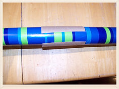 Kidfunideas.com tip: keep wrapping paper rolls from unraveling by using a cardboard tube