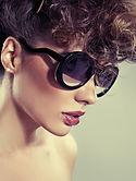 Модель в солнечных очках