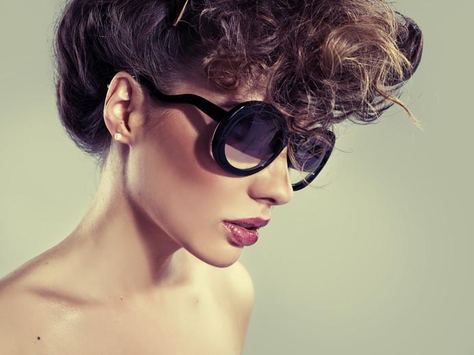 Model w okulary