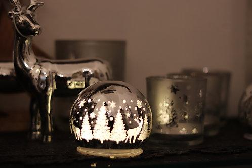 Silberkugel mit Licht