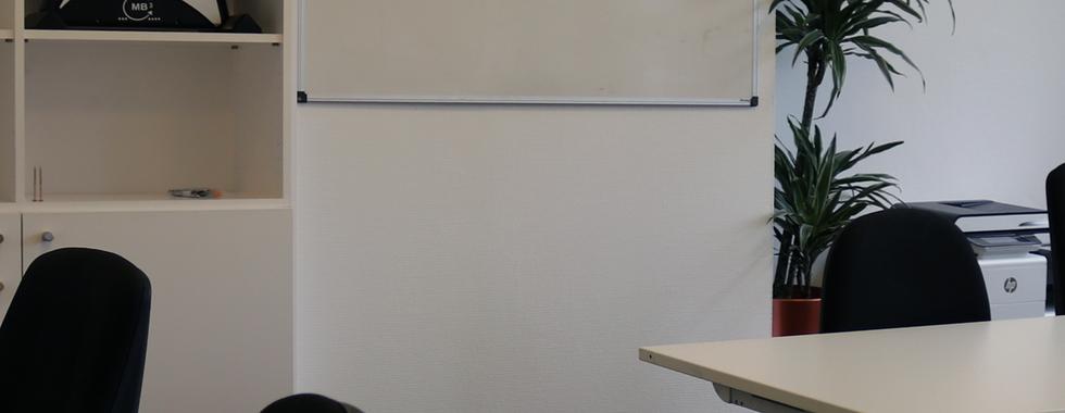 Een whiteboard voor ideeën en een bureau-fiets voor je energie.