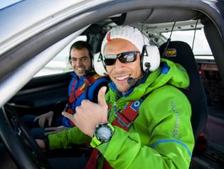 Adriano, sobre hielo en Andorra con reloj Liska