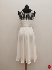 Courte robe de mariée avec fermeture en