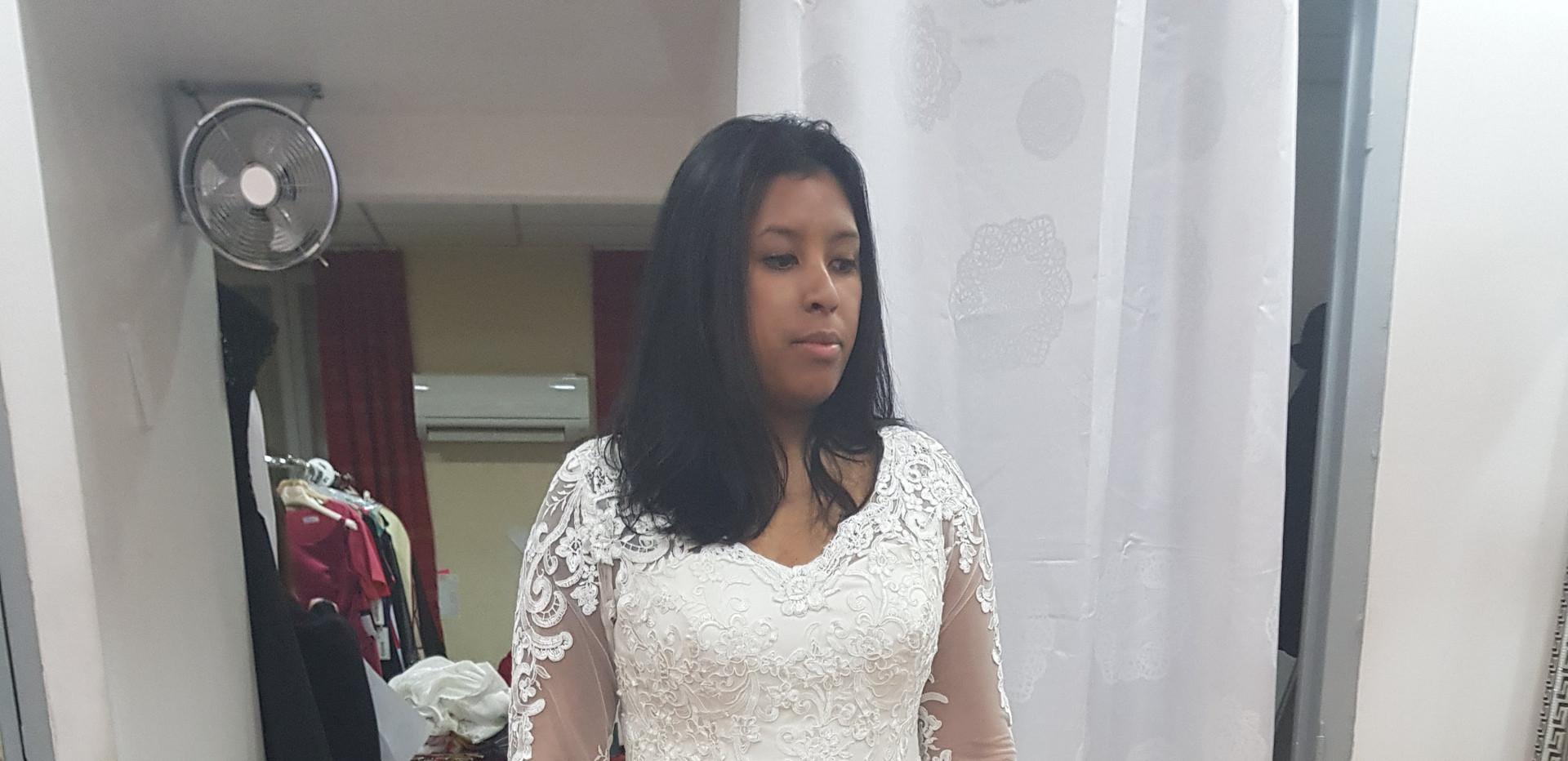 Robe de mariage longues manches.jpg