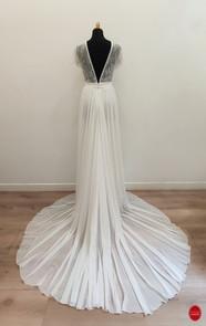 Robe de mariée dos nu plongeant.jpg