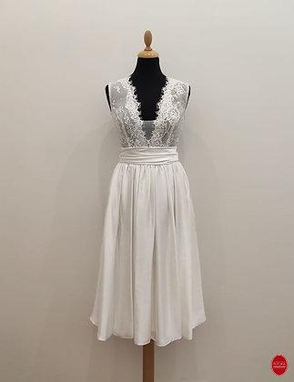 Robe de mariée courte en satin et dentelle de calais