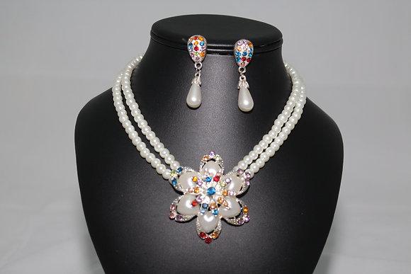 Parrure de perles fantaisie.