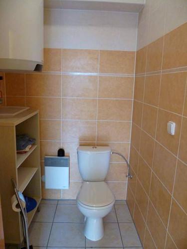 chalupa-racov-samostatne-wc-s-umyvadlem-
