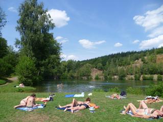 Už jste si byli zaplavat v lomu v Hradci?