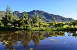Vista a los Andes con lago