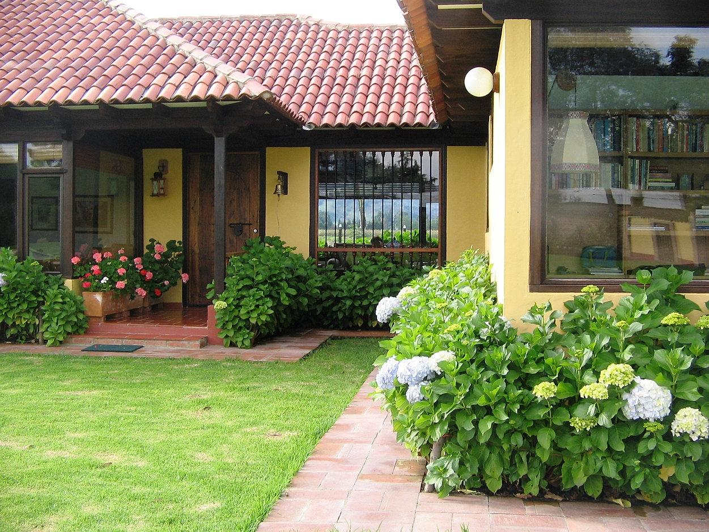 Casas rusticas con jardin latest decoracin de entradas de for Jardines de casas rusticas