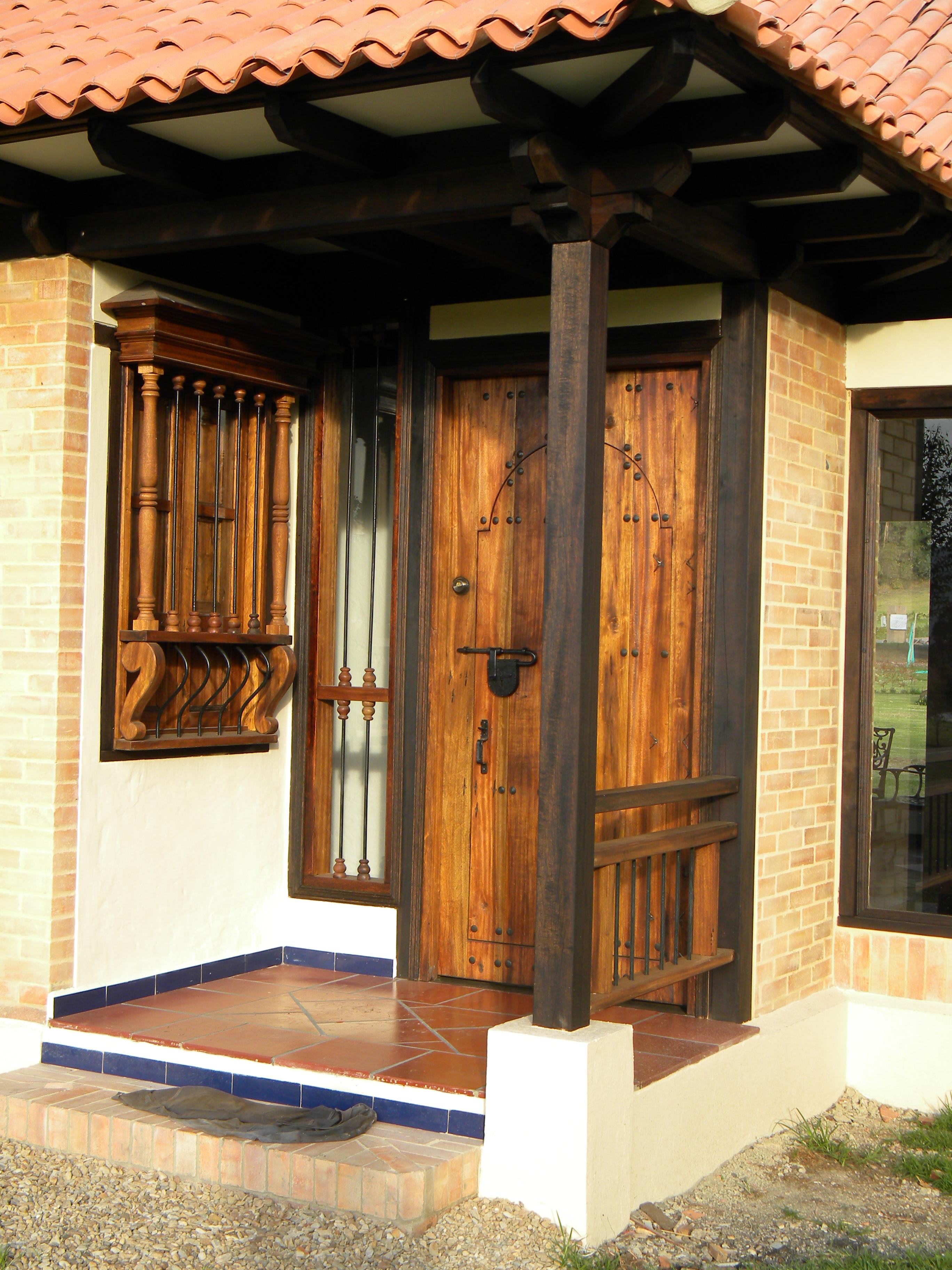 Puerta en madera entrada