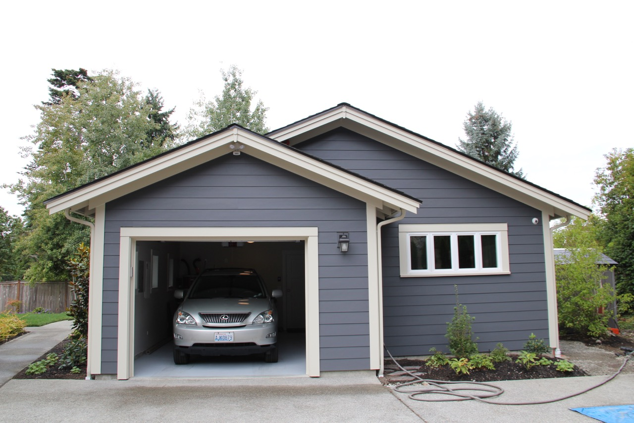 Bellevue Backyard Cottage Garage