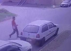 Roubo de carro é flagrado por câmeras de segurança em Colombo