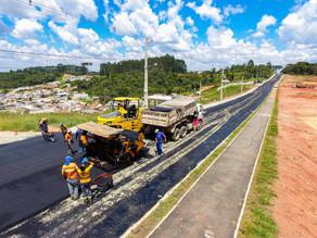 Começa pavimentação entre a Rodovia do Caqui e Jardim João Paulo II