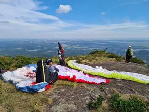 Serra da Baitaca é palco de voo livre em equipe