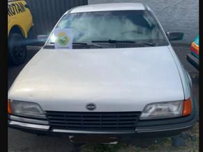 Carro roubado é recuperado em Colombo