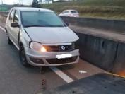 Carro bate contra mureta e acidente deixa trânsito lento na BR-116