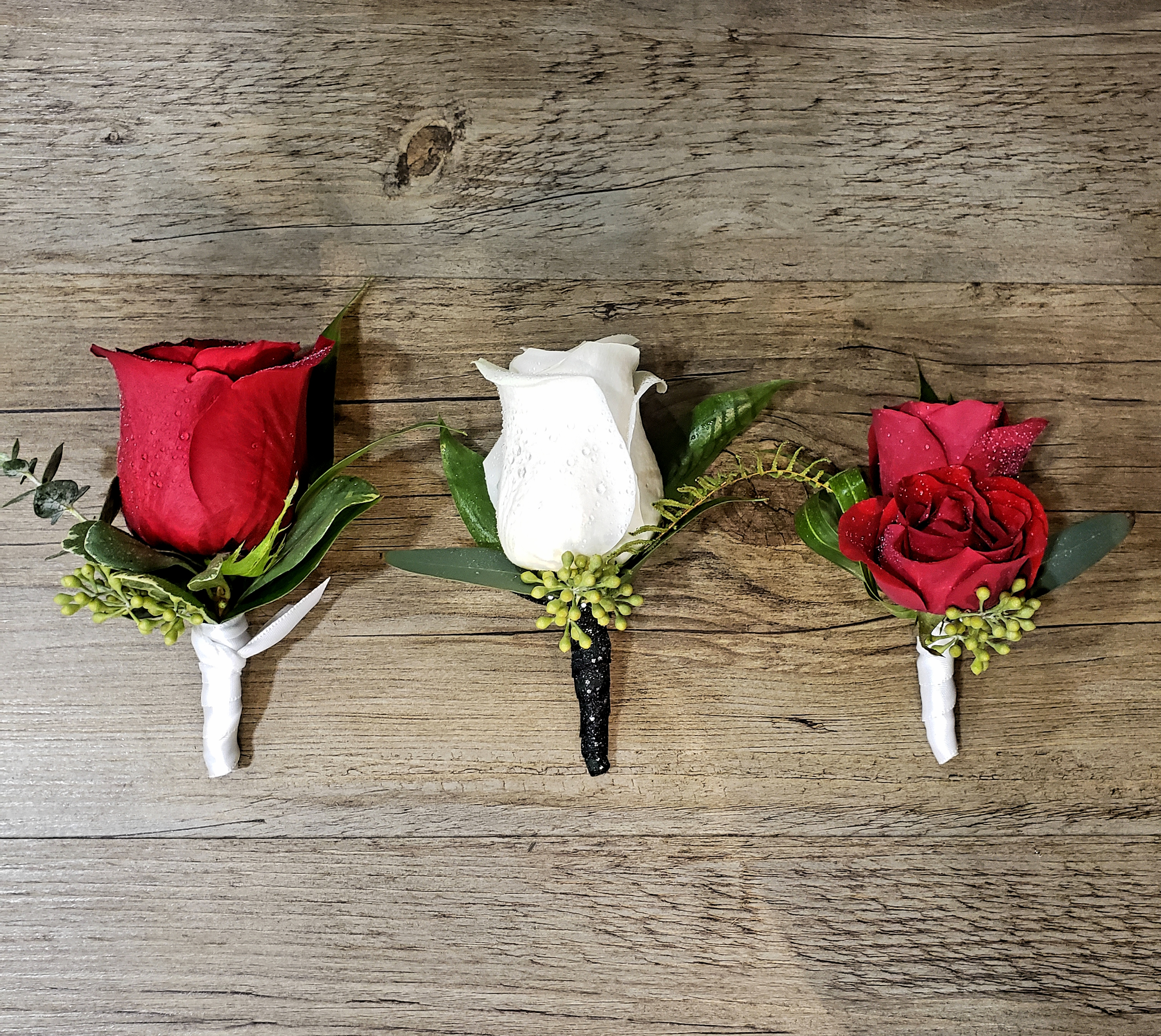 rose boutonnieres.jpg