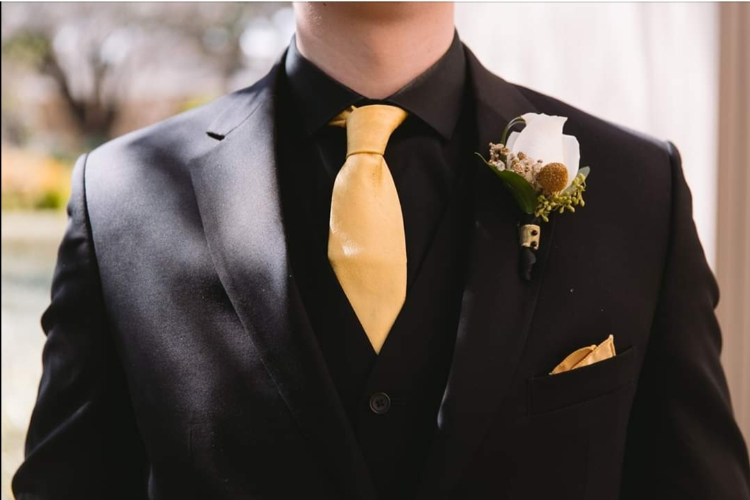 grooms boutonniere.jpg