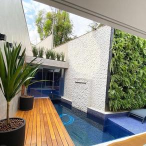 Jardim Vertical e Vasos com Irrigação Automática