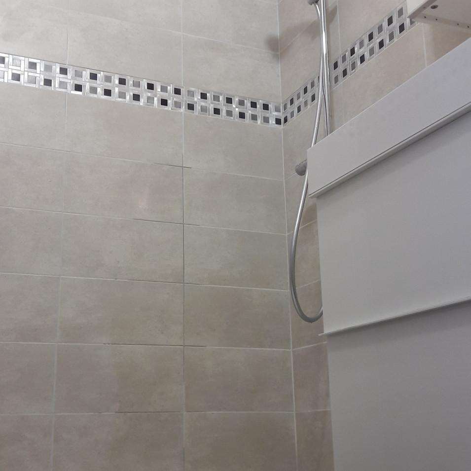 Carrelage, installation sanitaire et receveur de douche