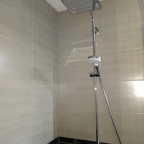 Salle de douche parentale à l'italienne