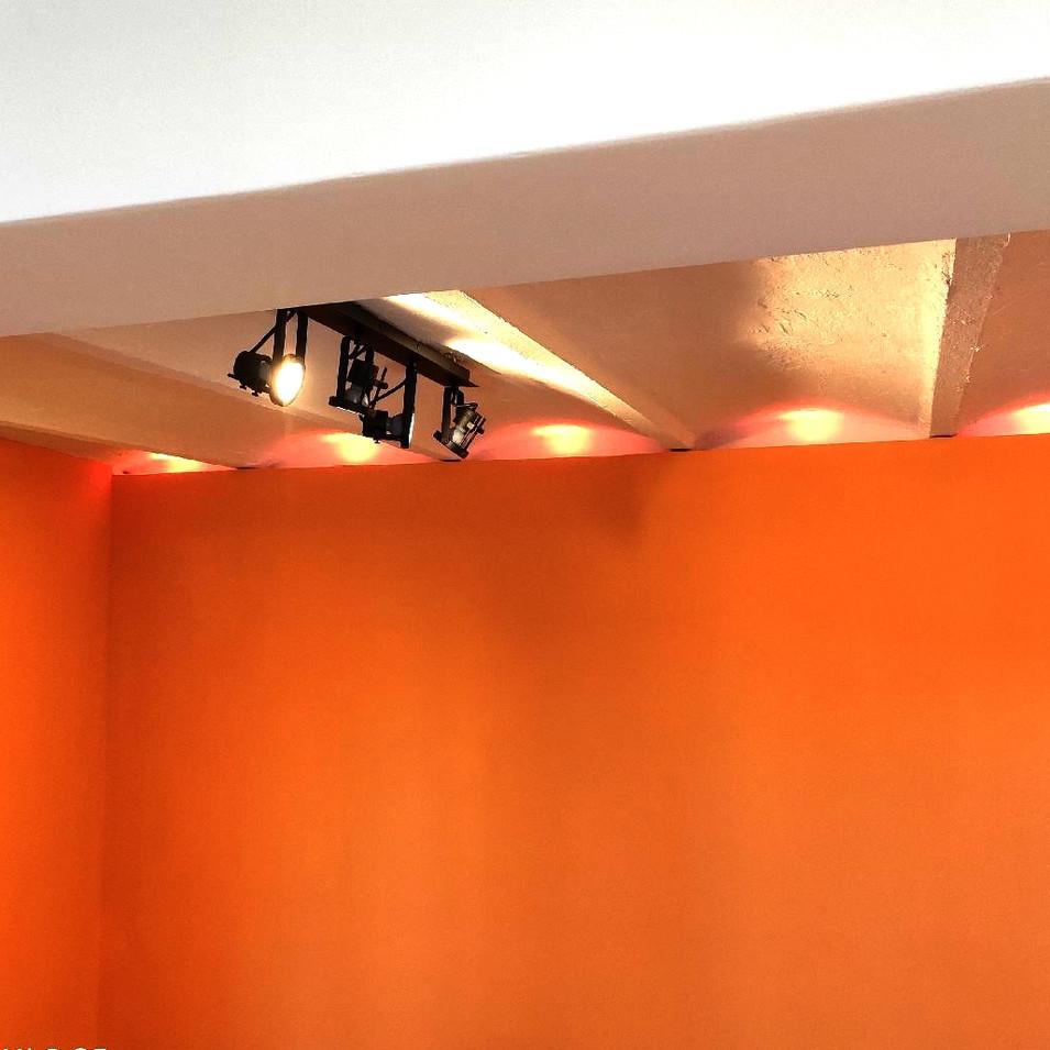 Luminaires spots travaux réhabilitation sous-sol