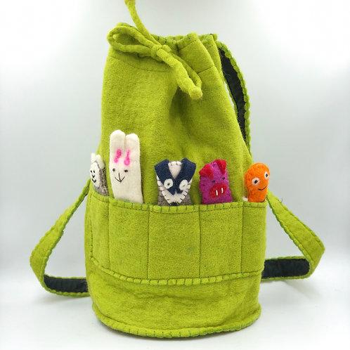 Felt Duffle Bag with Finger Puppets (green)