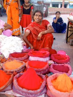 インド・色粉売りの女の人