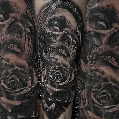 Las-vegas-tattoo-artist-derek-calkins-in