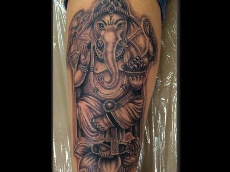 Las Divinidades y el tatuaje